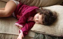 Во время сна дергается тело: основные причины и способы борьбы
