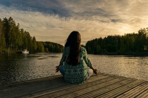 Живи здесь и сейчас: что это значить и как научиться?