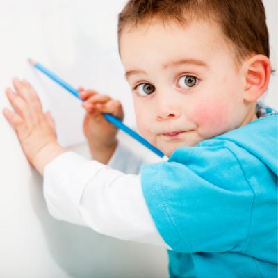 Как научить ребенка держать карандаш правильно?