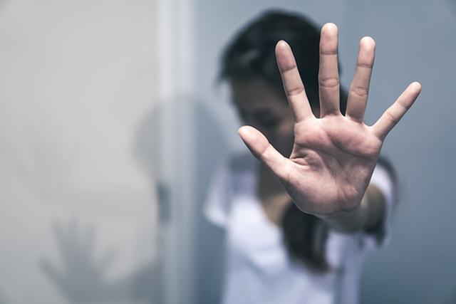 Виктимблейминг: почему обвиняют жертву и что с этим делать?