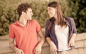 Чем заинтересовать девушку: коротко о психологии отношений