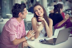 Если девушка влюблена как она себя ведет: основные признаки