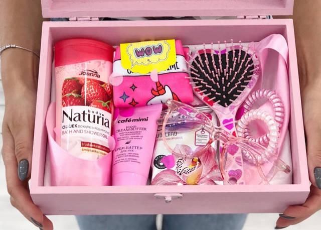 Что лучше подарить девушке: 14 рекомендаций